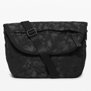 NWT Lululemon festival bag in black camo